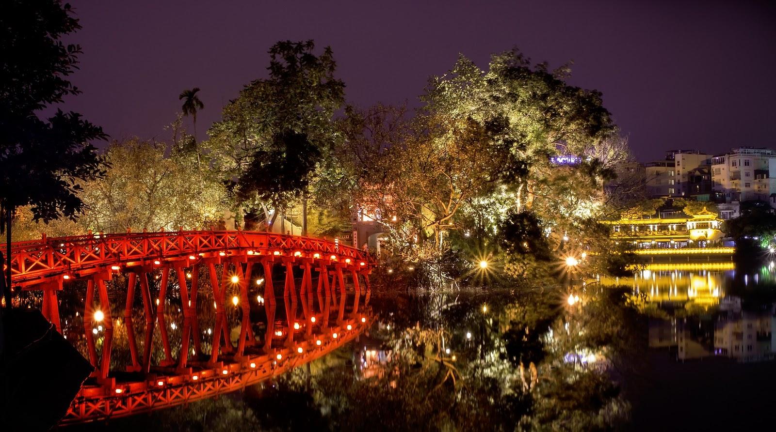 Hanoi the-huc-bridge